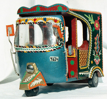 frontview_of_rickshaw_pakistan